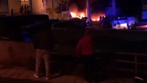 VIDEO E FOTO | Incendio in una abitazione di Santo Stefano Briga, vigili del fuoco al lavoro