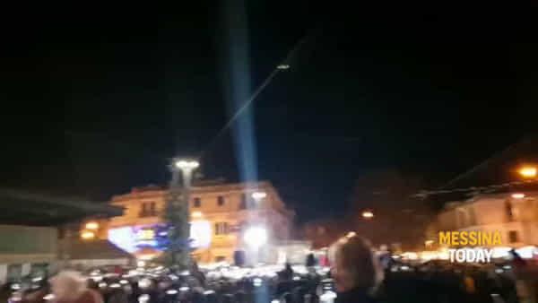 E luce fu, l'albero di Piazza Cairoli illumina il Natale messinese