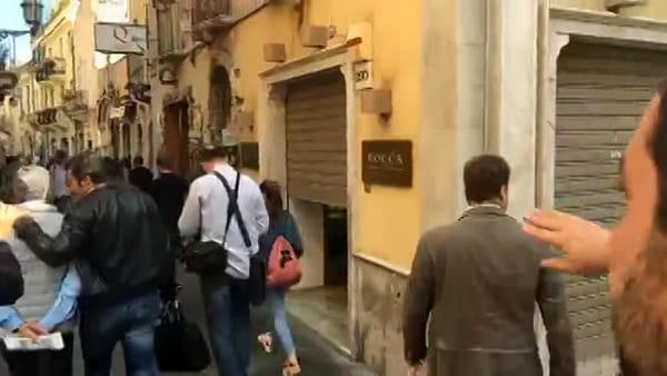 Granita con brioches in via Etnea e pesce marinato ad Ortigia, tutti i segreti del Beach tour di Salvini in Sicilia