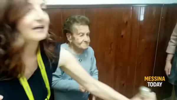 VIDEO   Cento anni e non sentirli, la grande festa di Poste Italiane per il compleanno di nonna Marianna