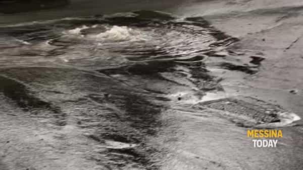 Danni del maltempo: fogna in strada a Sperone, le mareggiate colpiscono Torre Faro e Ganzirri