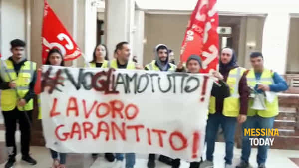 """Messina Servizi, gli ex Borsisti """"sfilano"""" al Comune"""