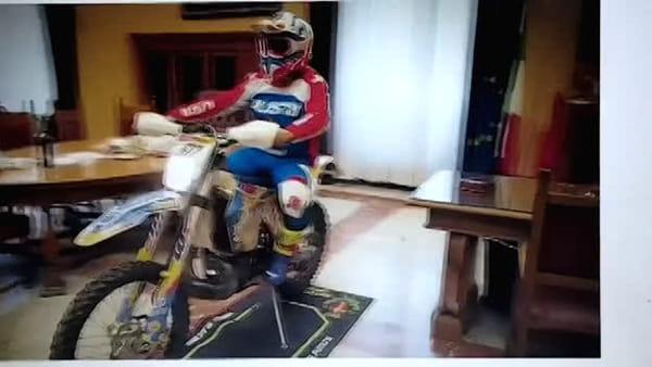 In motocross al Comune, non è il sindaco De Luca ma il giovane Antonio Costantino alla guida
