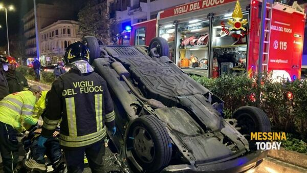 Incidente in via Garibaldi, attimi di terrore per un'auto ribaltata