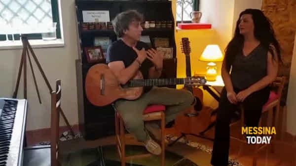 VIDEO | #unminutodilibri, Tony Canto inaugura la nuova rassegna a Capo Rasocolmo: ma c'è anche il picnic chic