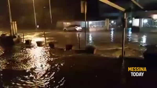 Santa Margherita, il mare in tempesta invade la statale 114