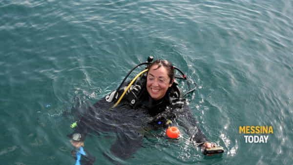 L'archeologa al termine di una immersione nel porto romano diLipari-2