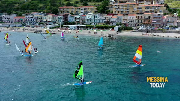 VIDEO | Windsurf, le vele del Trofeo Pellicane colorano le acque dello Stretto: vince Alessio Marino