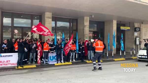 Sciopero in corso dei mezzi veloci Blujet, cori alla stazione Centrale VIDEO