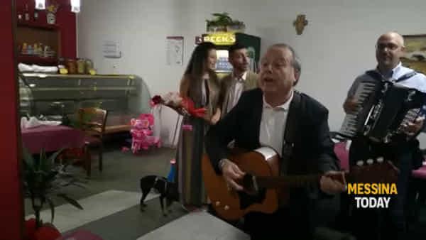 """Lei di Cuneo e lui di Messina, doppia festa per i """"compromessi"""" sposi con tanto di serenata"""