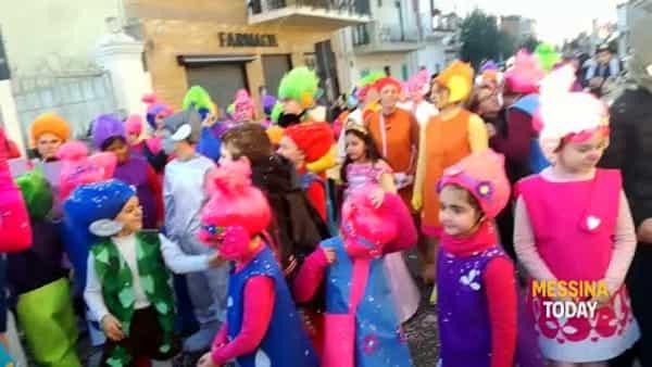 Domenica di carnevale, carri sfilano a Mili | VIDEO