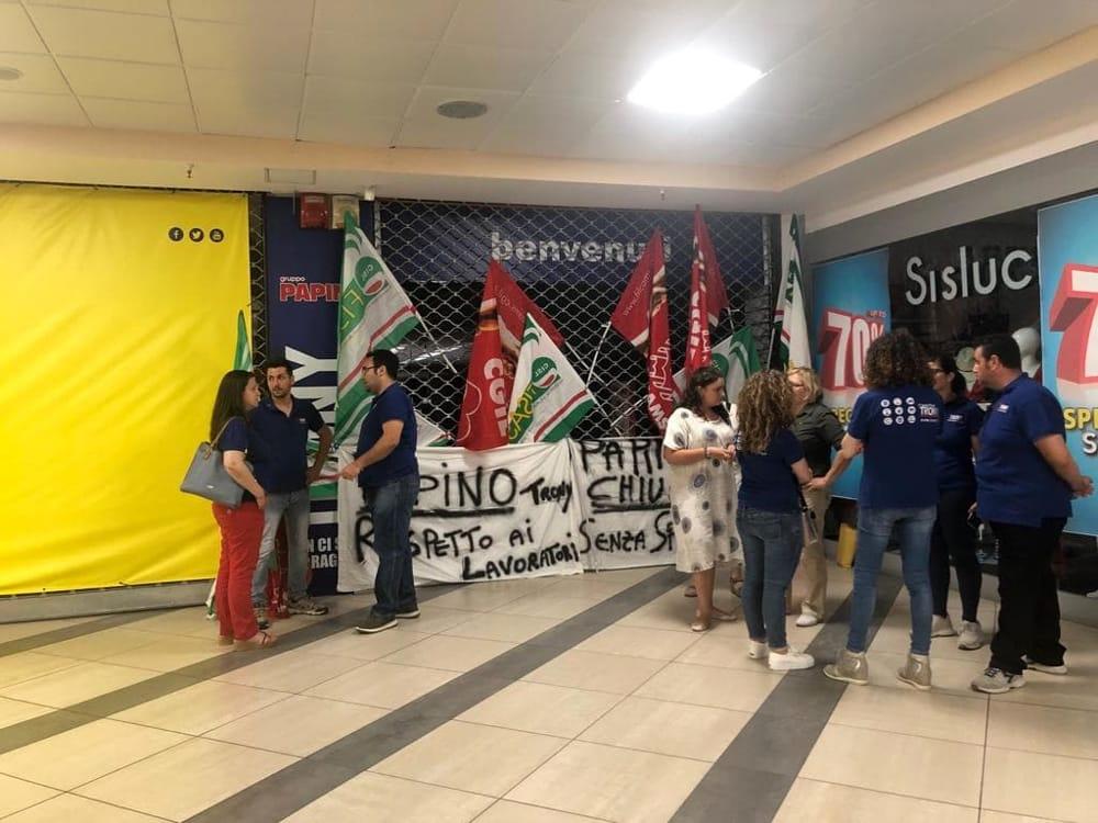 Papino a milazzo sit in e sciopero generale for Papino arredi catania